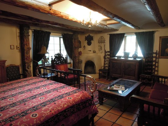 La Dona Luz Inn, An Historic Bed & Breakfast : Santiago Room Fireplace