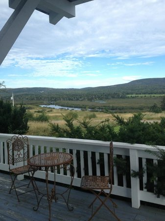 Baddeck Riverside Bed & Breakfast : Morning View from the front porch