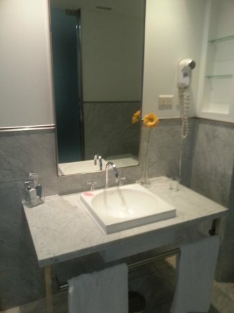 Broadway Hotel & Suites: Banheiro