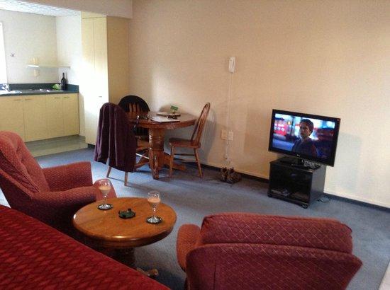 เบิร์ชวู้ด มาเนอร์ โมเต็ล: living room