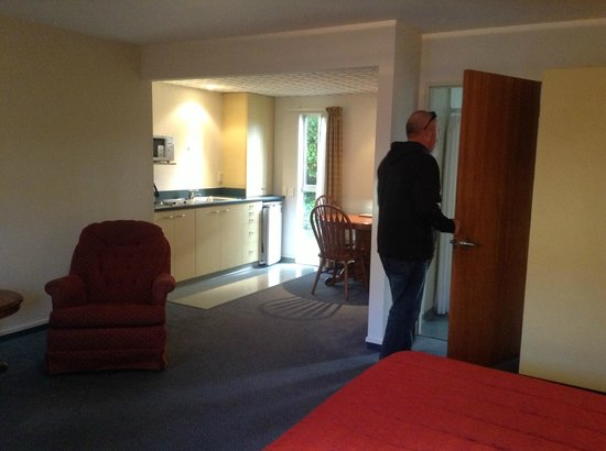 Birchwood Manor Motel: view of Kitchen and door to bathroom