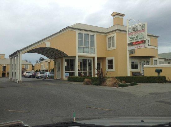 Birchwood Manor Motel: Front of Motel