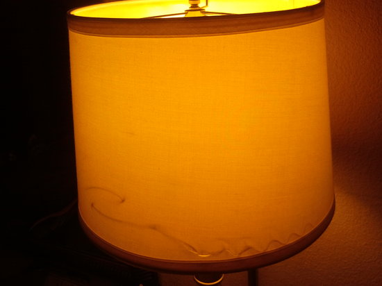Days Inn San Diego-East/El Cajon : Busted Lamp Shade