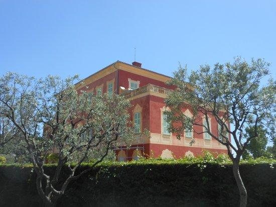 Musée Matisse : Lovely older colourful building