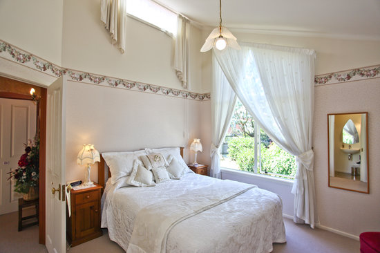Ambleside Bed & Breakfast: Cream Honeymoon Suite