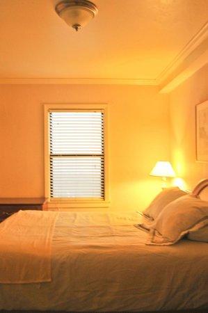 Edgewater Inn & Suites: Bedroom