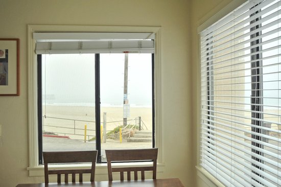 Edgewater Inn & Suites: View of the Beach