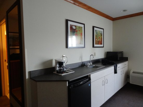 Best Western Rocky Mountain Lodge: large counter area