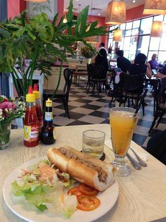 Paris Deli: Tuna mayo sandwich with Guava juice.