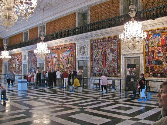 Palacio de Christiansborg: Floors and walls