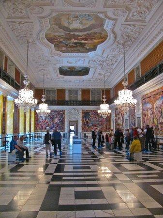 Palacio de Christiansborg: Adorned ceilings and walls