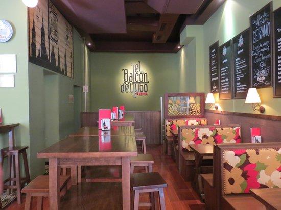 Taberna El Balcon del Tubo : Decoración acogedora