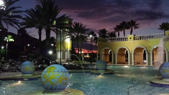 Hilton Grand Vacations at Tuscany Village: Evening view of large pool located adjacent to outdoor bar/cafe.