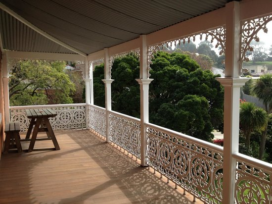 Glen Osborne House: Balcony