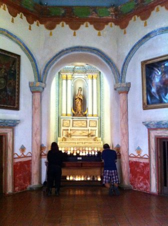 Mission San Luis Rey: Prayer and candles