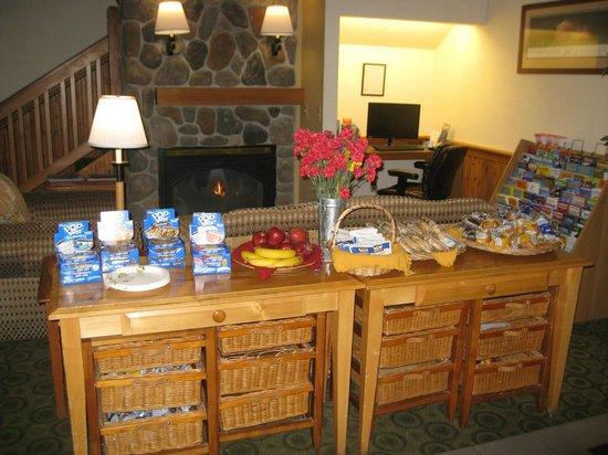 Fidalgo Country Inn : BREAKFAST - MAIN LOBBY