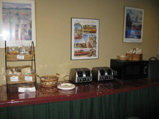 Fidalgo Country Inn : BREAKFAST