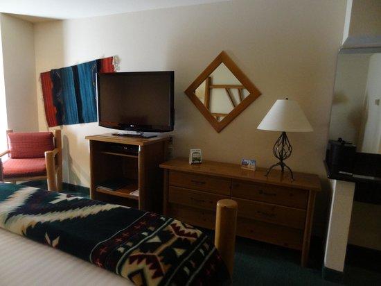 Best Western Plus Kentwood Lodge: flat screen TV