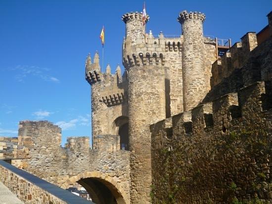 Castillo de los Templarios: the templar castle stopped to visit on camino walk through spain