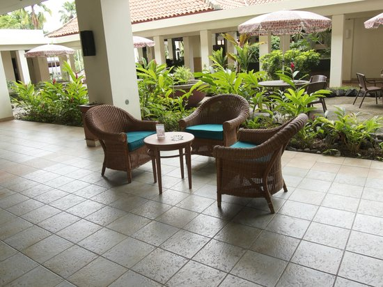 Mercure Manado Tateli Beach Resort: Hang out area