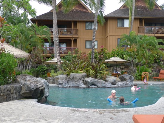 Wyndham Kona Hawaiian Resort: The lower pool, a very short path from our unit