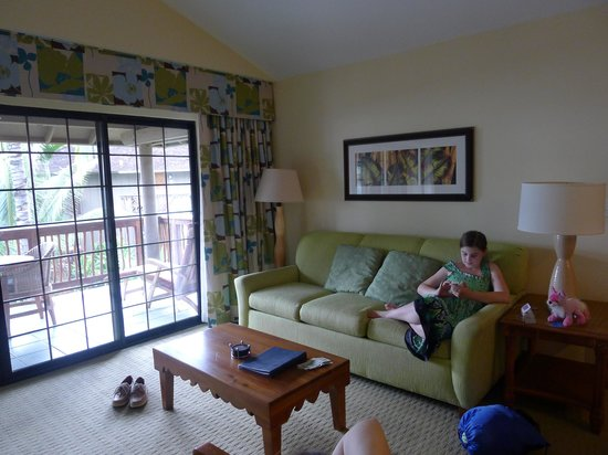 Wyndham Kona Hawaiian Resort: Inside with the airconditioner; showing patio doors to the lanai