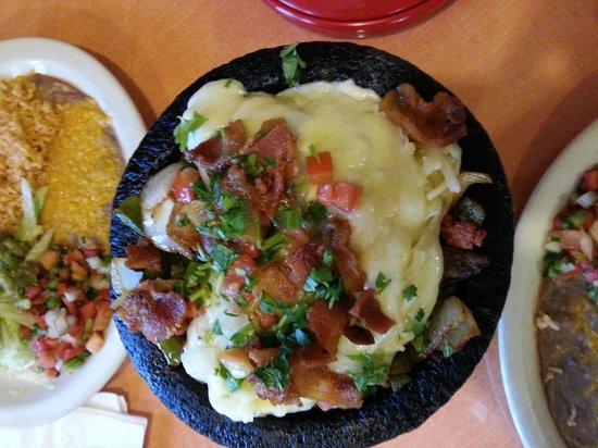 La Casa Don Miguel: Mojeto for two in volcano bowl