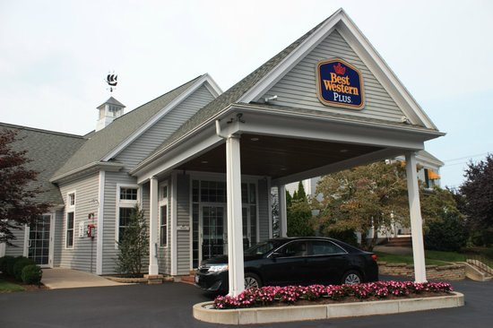 Best Western Plus Cold Spring: Exterior of Lobby/Check-in