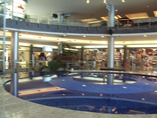 Kukulcan Plaza : AGRADABLES ESPACIOS INTERIORES