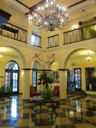 1929 Hotel Seville: Entryway from 1st floor - main vestibule