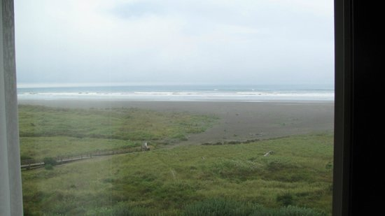 Quinault Beach Casino: Salty sea air, and ocean sounds