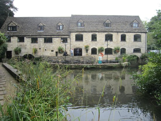 Egypt Mill Hotel and Restaurant: The outside from the Garden