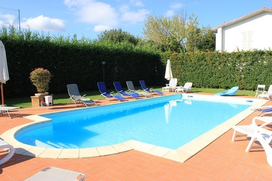 Il casale di nanni updated 2018 prices b b reviews - Hotels in lucca italy with swimming pool ...