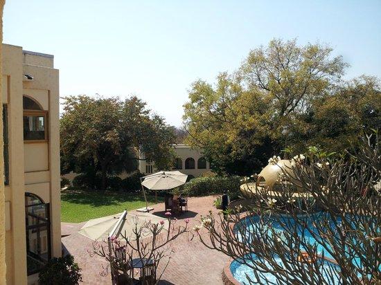 Rainbow Hotel Victoria Falls: Overlooking the pool