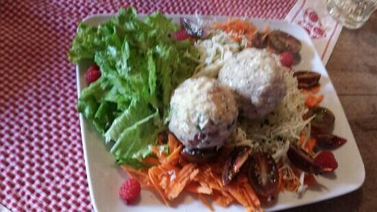 Malga Sasso Piatto: canederli e insalata