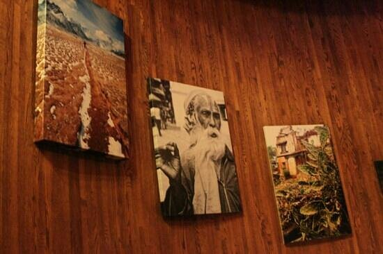 Fuego International Restaurant: 푸에고 식당 계단 그림들..