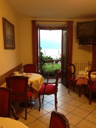 Hotel Garni Corona: Perfect breakfast viewing