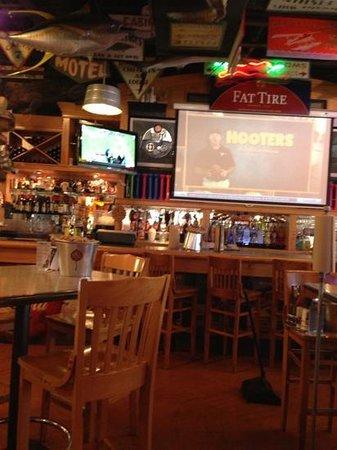 Sanford's Grub and Pub: bar area
