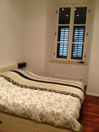 MirO Studio Apartments: Double bedroom