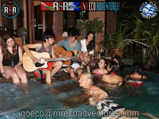 RNR Eco Adventures Pool Villa Resort & Hostel: Jacuzzi Happy Hours Music Sing Along