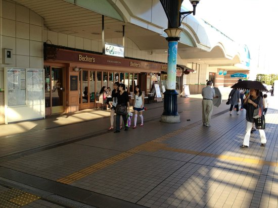 Dreamgate Maihama : Hotel is just beside the train station- breakfast menu available at Beckers which open at 6am!