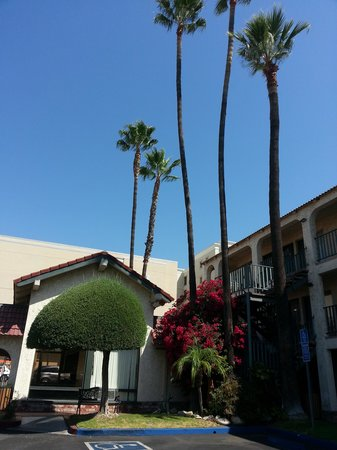 Vagabond Inn - Glendale : Inside The Property Grounds