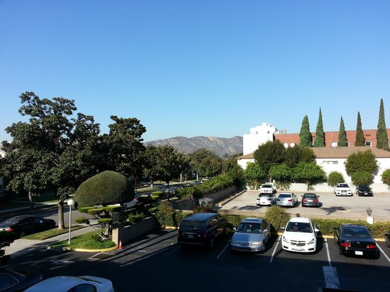 Vagabond Inn - Glendale: View From My Room on The 2nd Floor