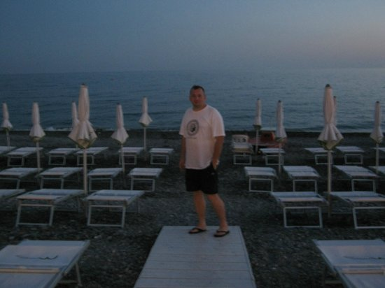 Mediterraneo Beach: 5 metri di distanza dal tavolo.