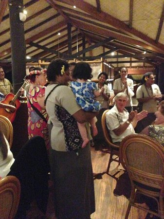 Outrigger Fiji Beach Resort: Aliti and the singers entertaining our daughter