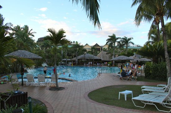 Outrigger Fiji Beach Resort: Poolside