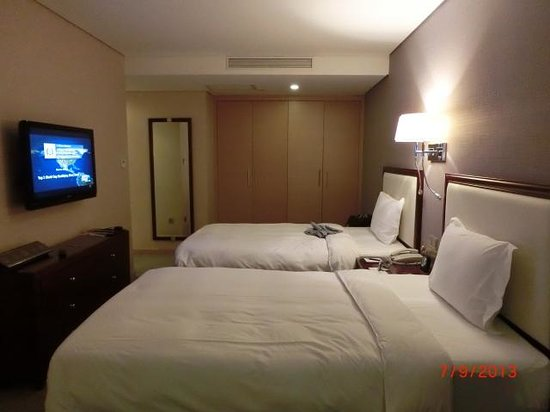 Regal Plaza Hotel & Residence: Another view of our room