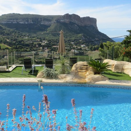 La Demeure Insoupconnee : The Pool