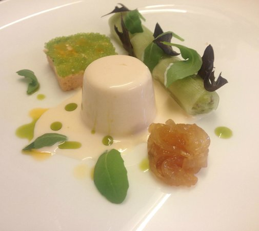 Pri Lenart Hotel: Smoked salmon panna cotta with cucumber and avocado canelloni