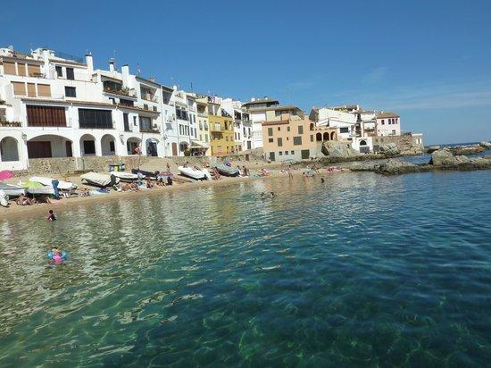 Hotel Blau Mar: The short walk to Calella is worth it!